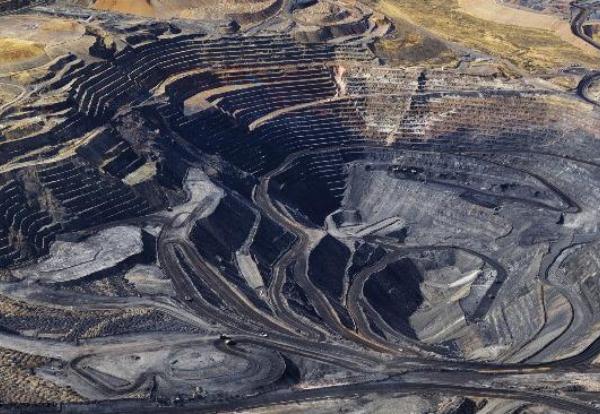 Benefícios do uso do reservatório de geomembrana de polietileno na mineração