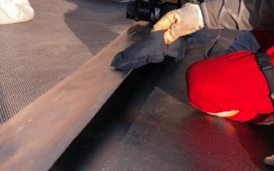 Como é feita a medição da espessura do reservatório de geomembrana de PEAD